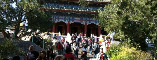 Jingshan Park is one of The Amazing Race 01 map.