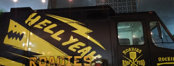 FoodTrucks Revolucion is one of Lugares favoritos de Adolfo.