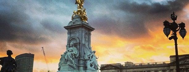 Palácio de Buckingham is one of London.