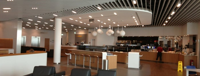 Lufthansa Business Lounge Z is one of Locais curtidos por Samantha.