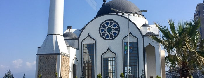 Nihal Atakaş Cami is one of Korhanさんのお気に入りスポット.