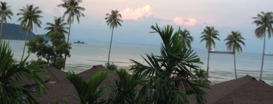Seaside Pool @ Radisson Blu Plaza Resort Phuket Panwa Beach is one of Ilima 님이 좋아한 장소.