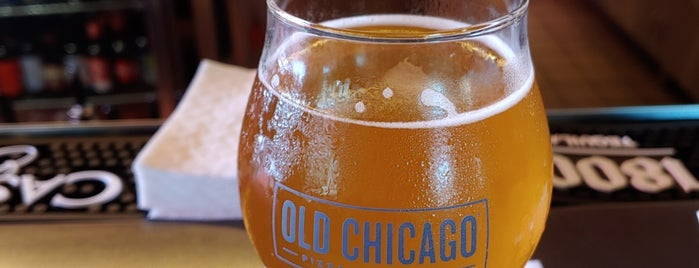 Old Chicago Pizza & Taproom is one of Tempat yang Disimpan Lizzie.