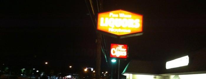 Village Pump Liquors is one of Posti che sono piaciuti a Elver.