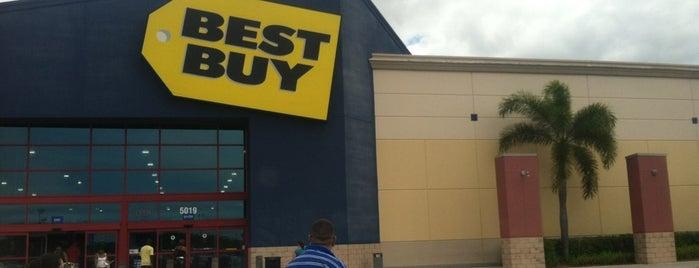 Best Buy is one of Tempat yang Disukai Daniel.