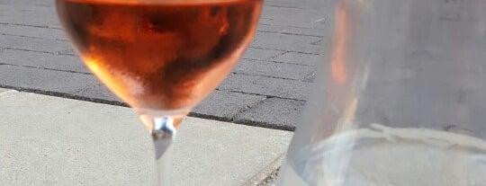 Vino Bar is one of Lieux qui ont plu à Martin.