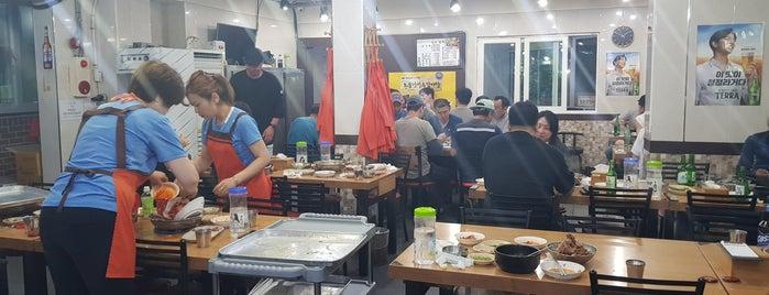 소문난감자탕 is one of Expat Seoul - Eating.