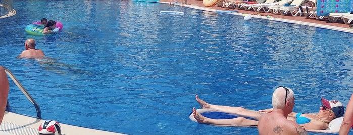 Blue Lagoon Deluxe Hotel is one of Lugares guardados de Ali.