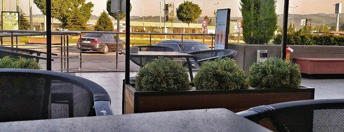 Starbucks is one of Fajer : понравившиеся места.