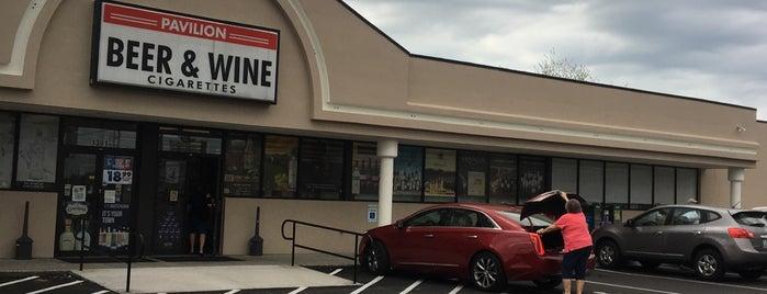 Pavilion Liquor Store is one of Posti che sono piaciuti a Ryan.