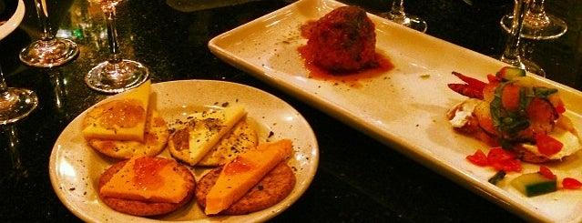 Suga's Deep South Cuisine & Jazz Bar is one of Morgan 님이 저장한 장소.