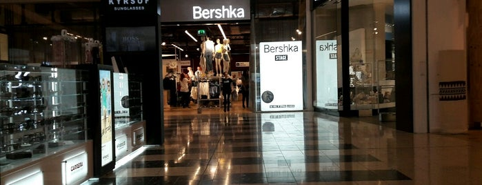 Bershka is one of Locais curtidos por Bego.