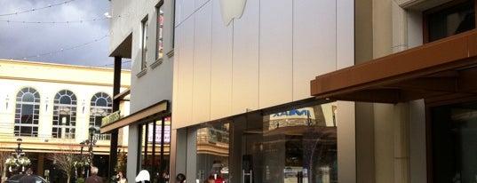 Apple Bridgeport Village is one of Jeff : понравившиеся места.