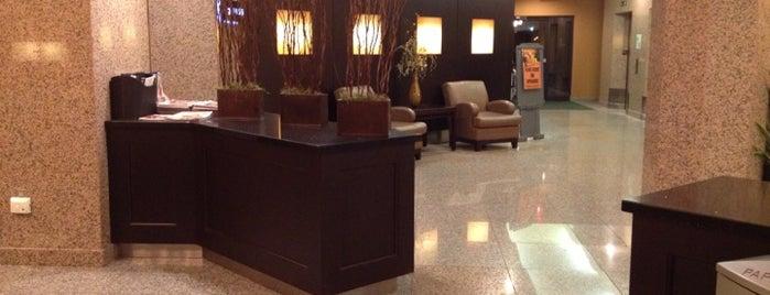 Holiday Inn Hotel & Suites Windsor (Ambassador Bridge) is one of Lieux qui ont plu à Chris.