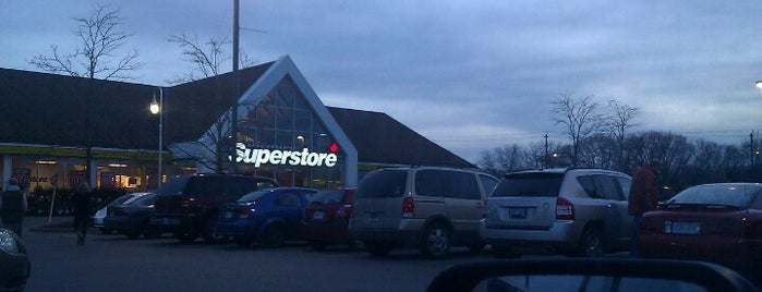 Real Canadian Superstore is one of Lieux qui ont plu à Jen.