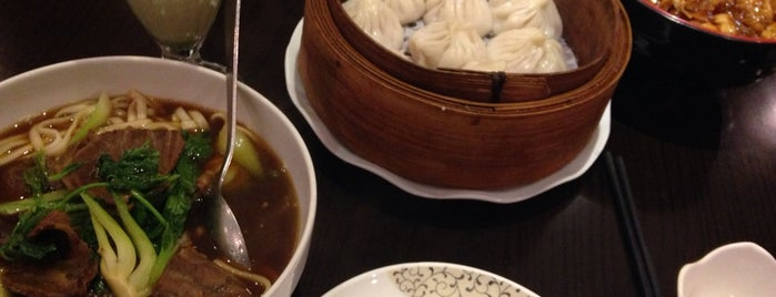 Autour du Yangtse is one of Asian delights in Paris.