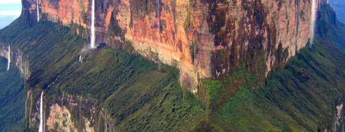 Monte Roraima is one of Cool Places to Visit.