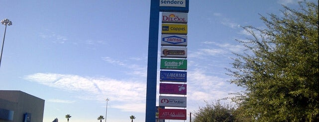 Plaza Sendero is one of Lugares favoritos de Wendy.
