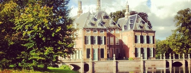 Kasteel Duivenvoorde is one of Museums that accept museum card.