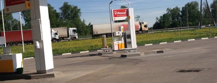 Shell is one of สถานที่ที่ Milena ถูกใจ.