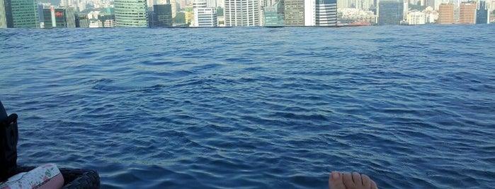 SkyPark Poolside Bar is one of Сингапур.
