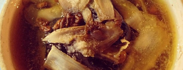 Seng Kee Black Herbal Chicken Soup 成基黑鸡补品 is one of Eats: Places to check out (Singapore).