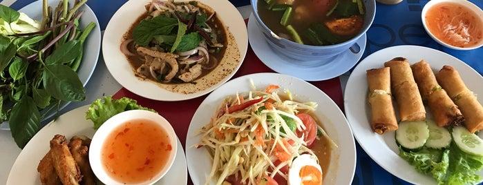 บ้านส้มตำ ~ ไก่ย่างเขาสวนกวาง is one of Posti che sono piaciuti a Tee.