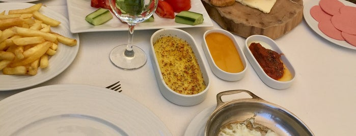 Artaki Marina Steakhouse & Fish is one of สถานที่ที่ Erkan ถูกใจ.