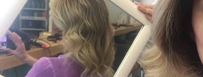 Cool Hair Design is one of Orte, die didem gefallen.