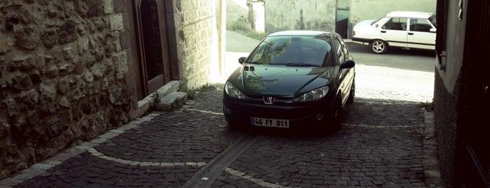 Deli Gönüller Evi Konağı is one of Kahramanmaraş.