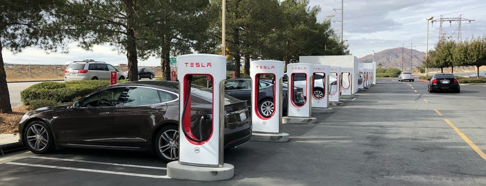 Tesla Supercharger is one of Ross 님이 좋아한 장소.