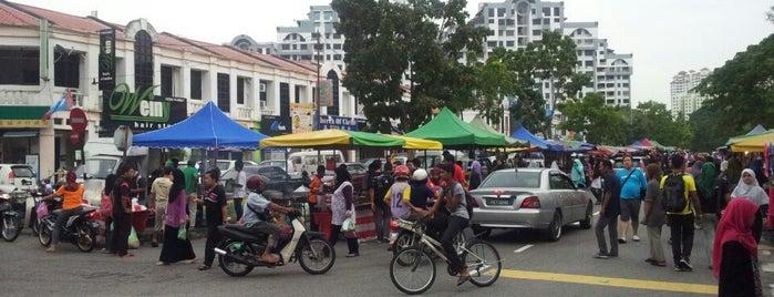 Pasar Malam Sungai Dua is one of Charlie'nin Beğendiği Mekanlar.