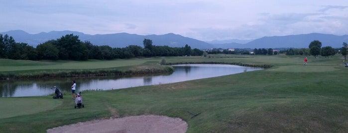 Arzaga Golf Club is one of Green, tee e palline.
