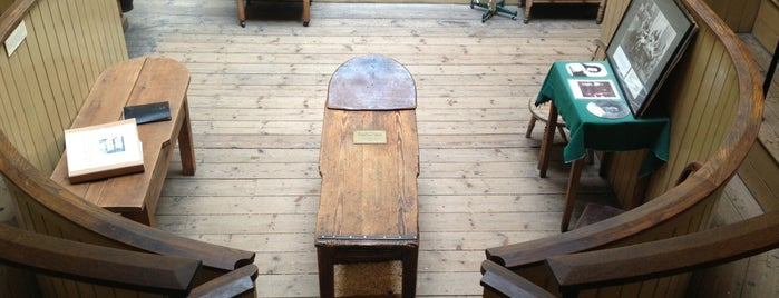 Old Operating Theatre Museum & Herb Garret is one of England To Do.