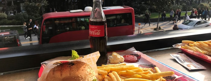Burger Yiyelim is one of Tempat yang Disukai Emre.