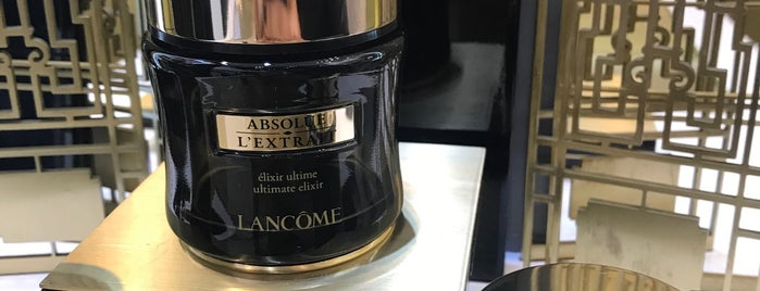 Lancôme is one of Locais curtidos por Argelia.