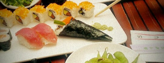 QQ Sushi Lounge is one of Locais curtidos por Alice.