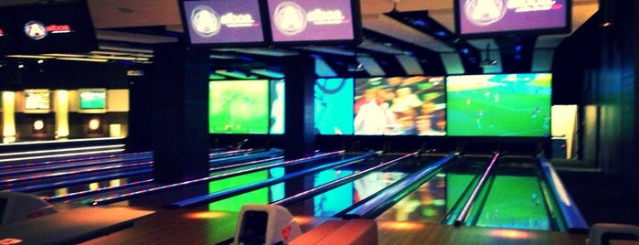 Alboa Lounge and Lanes Club is one of Lieux sauvegardés par Aline.