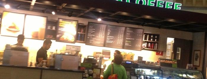 Starbucks is one of สถานที่ที่ Adriana ถูกใจ.