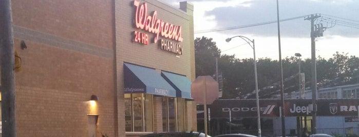 Walgreens is one of Locais curtidos por CeeJay.