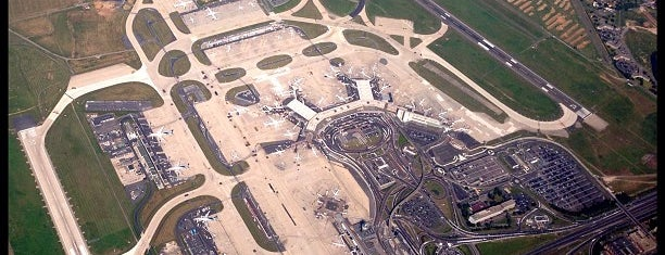 Aeropuerto de París-Orly (ORY) is one of Lugares favoritos de Sebastián.