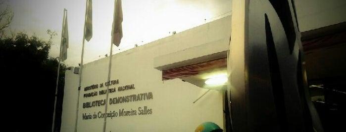 Biblioteca Demonstrativa de Brasília is one of Posti salvati di Alex.