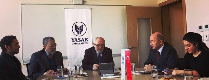 Yaşar Üniversitesi T Blok is one of Cagdas'ın Beğendiği Mekanlar.