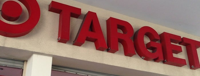 Target is one of Lugares favoritos de Darrell.