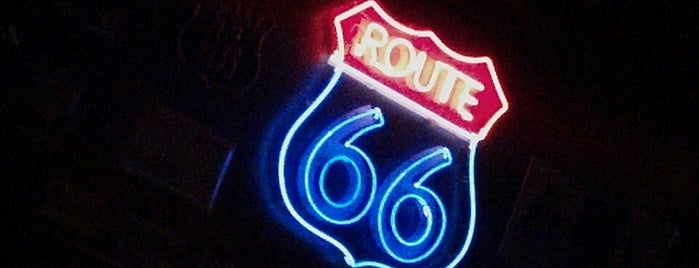 Route 66 Rock Food is one of Loreさんのお気に入りスポット.