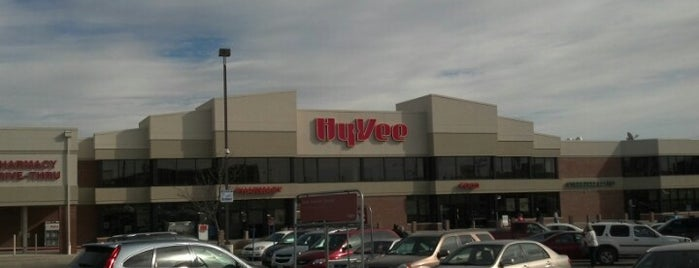 Hy-Vee is one of Lugares favoritos de Ashlee.