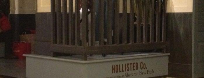 Hollister Co. is one of João Pedro'nun Beğendiği Mekanlar.