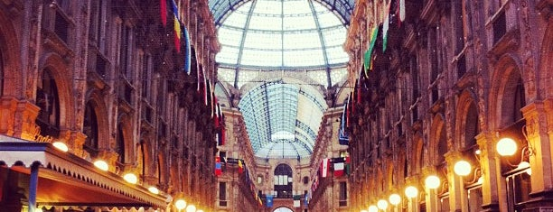Galleria Vittorio Emanuele II is one of Lugares favoritos de Sandybelle.