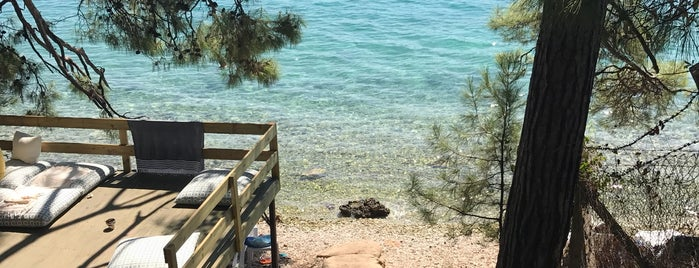 Yavansu Akbük beach is one of Posti che sono piaciuti a Bdunya.