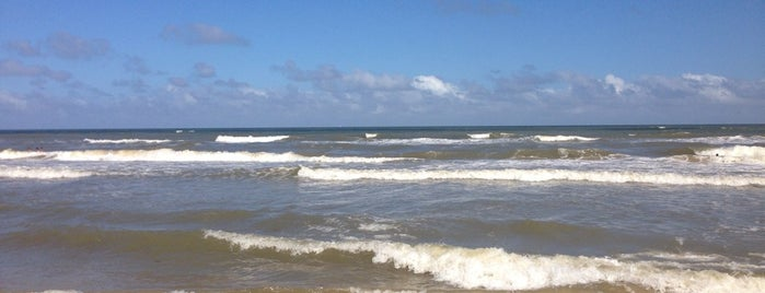 Surfside Beach is one of Tempat yang Disukai Louise.